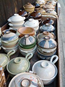 陶器が並んでます